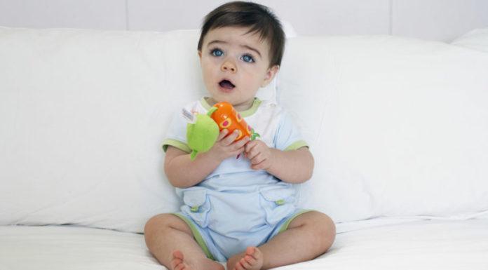 bebe fille jouet